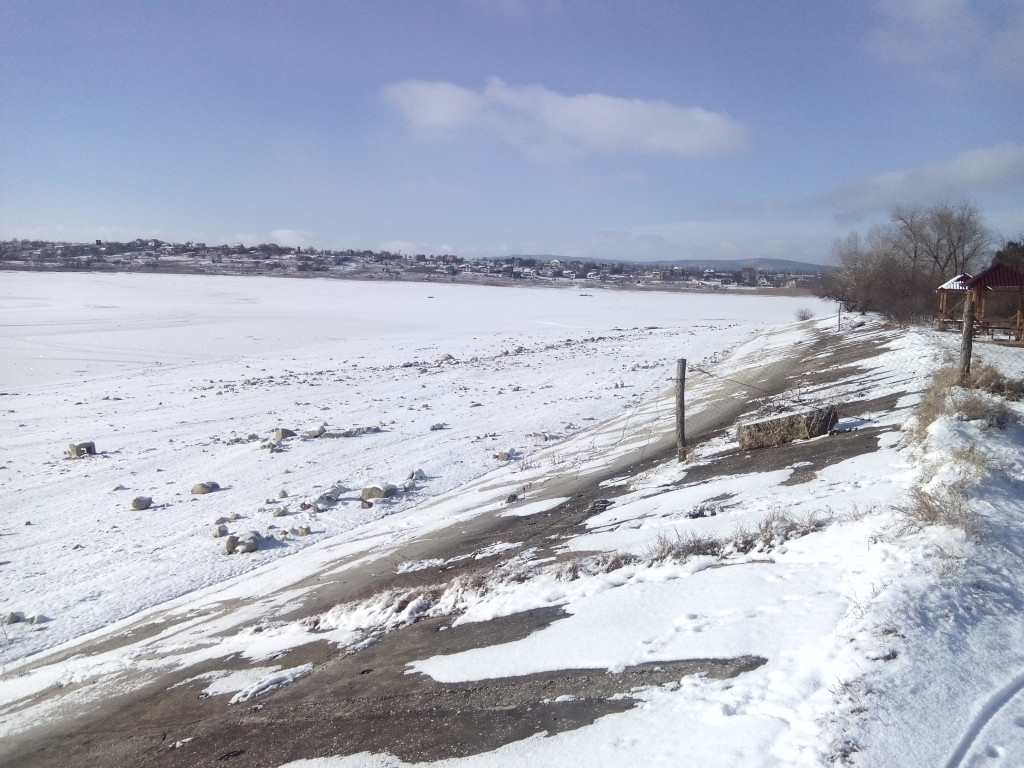 Лед стал на водоеме: на Тайгане и на Белогорском водохранилище фото сюжет от jokya.ru