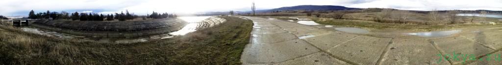 Отводной канал сброса лишней воды с Белогорского водохранилища фото заметка о Крыме jokya.ru