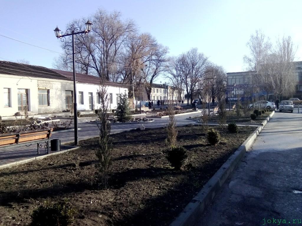 Суворовский парк в Белогорске в Крыму: утром 10 часов фото сюжет jokya.ru