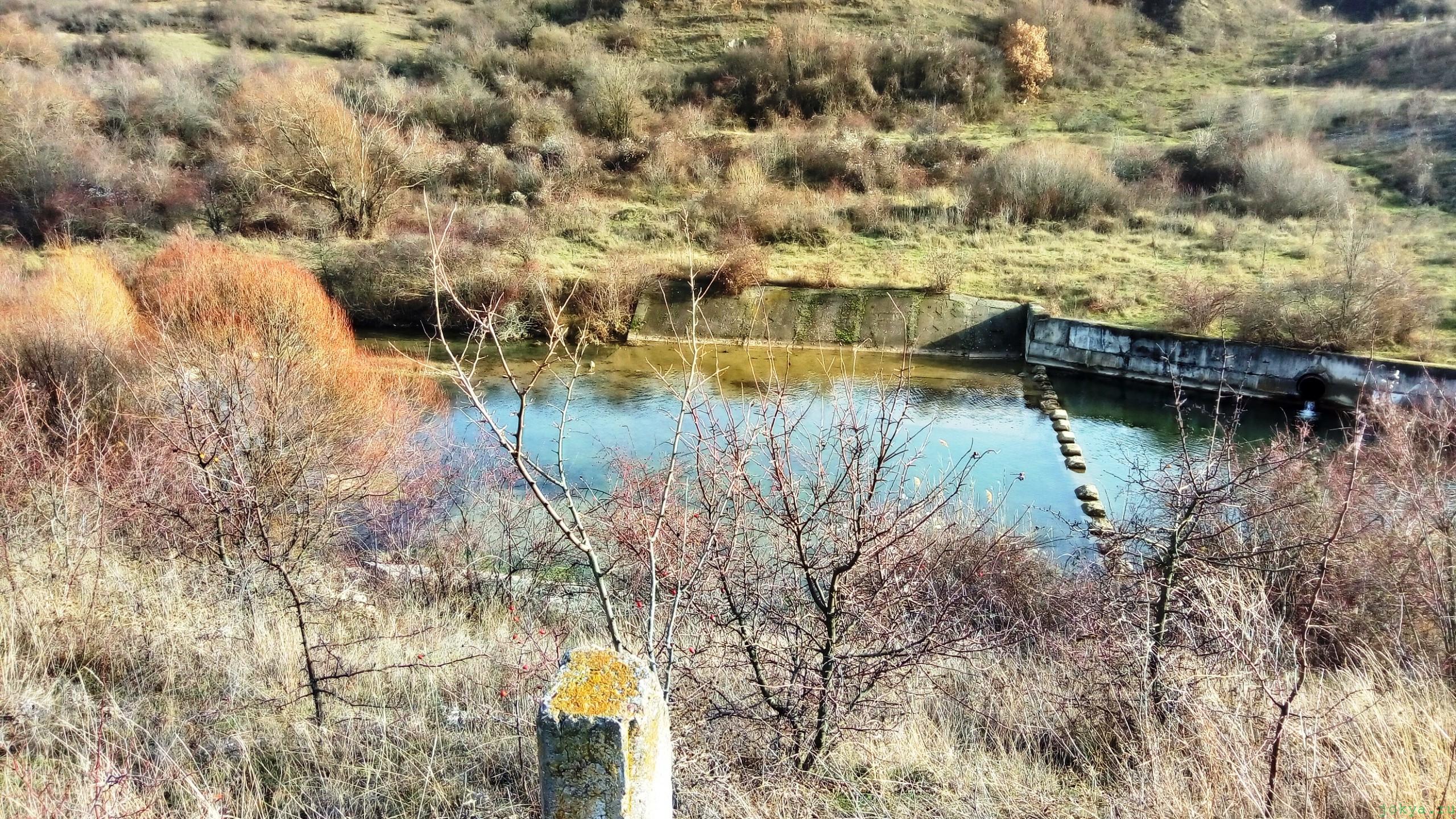 Турист рыболов с поплавочной удочкой в походе фото заметка из моей реальности в Крыму jokya.ru
