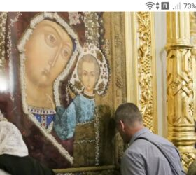фото - jokya.ru - Молитва в церкви возле лика святого