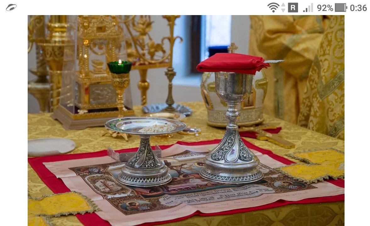 фото - Таинство Причастия приобщает нас к Господу Иисусу, во время принятия Святых Даров - https://jokya.ru/
